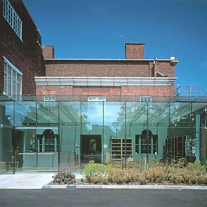 broadfield-house-glass-museum-001